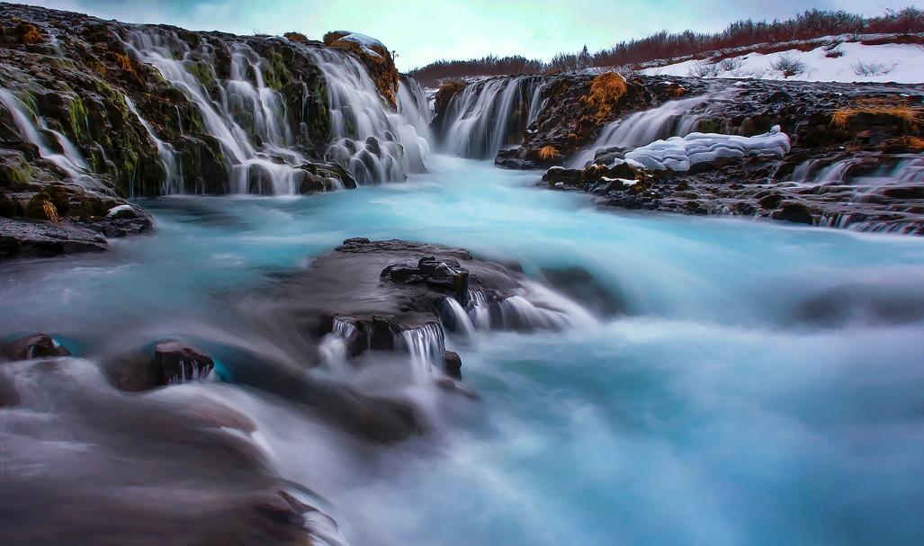 Larry Deng作品《Bruarfoss Waterfall》,艺术摄影组银奖